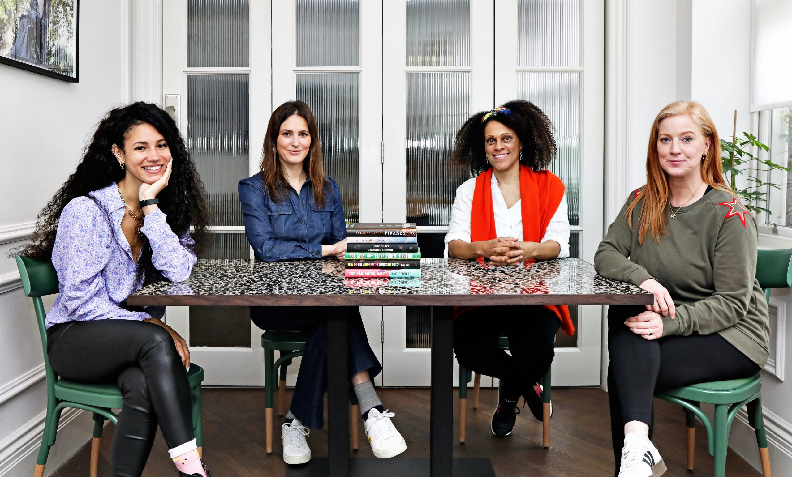 Photo of the Women's Prize for Fiction 2021 judges with the Women's Prize for fiction 2021 shortlist